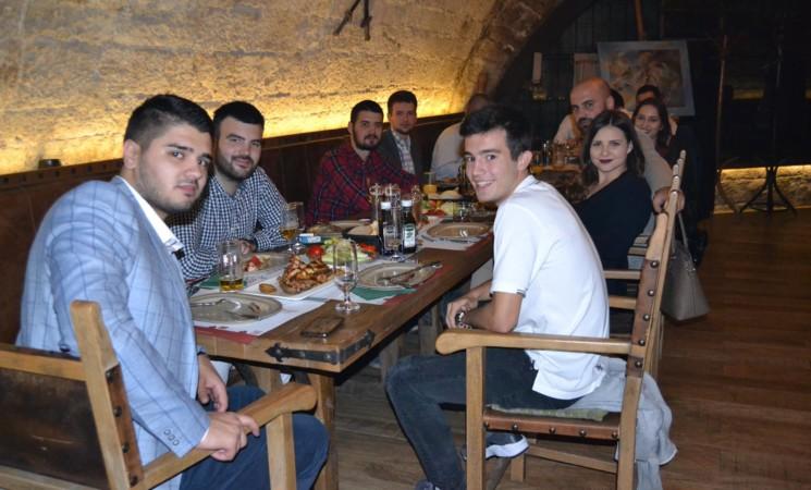 Studenti Pravnog fakulteta potrošili preko 1000 KM u elitnom restoranu (FOTO)